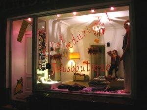 jesusboutique Restposten aus Berlin Galerie Crystal Ball Berlin
