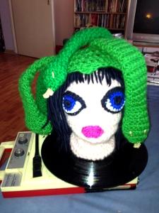 Monstergirl entführt Francoise Cactus